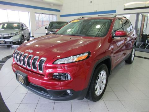 Pre-Owned 2017 Jeep Cherokee Latitude V6 4X4